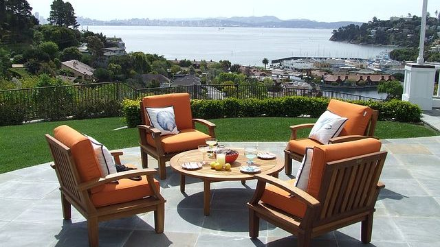 Finding the Best Outdoor Dining Set for Your Home